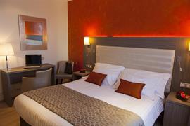 93374_002_Guestroom