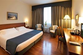 98262_006_Guestroom