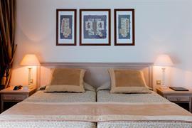 93451_005_Guestroom