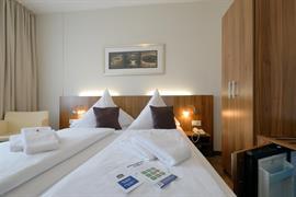 95380_005_Guestroom