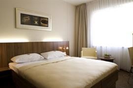 95380_006_Guestroom
