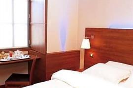 93582_003_Guestroom