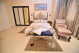 93782_002_Guestroom