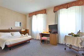 98130_004_Guestroom