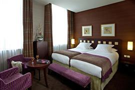 93449_002_Guestroom