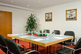 95432_005_Meetingroom