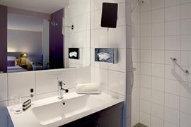 93712_005_Guestroom