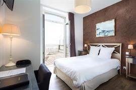 93667_002_Guestroom