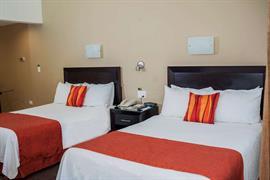 70111_005_Guestroom