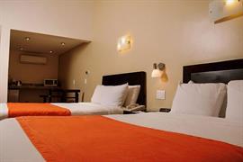70111_006_Guestroom