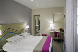 93813_002_Guestroom
