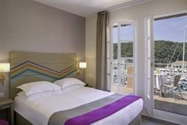 93813_003_Guestroom