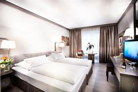 95185_002_Guestroom
