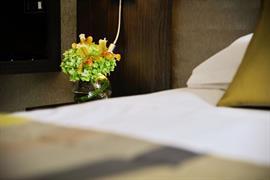 93800_006_Guestroom