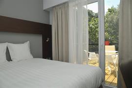 93749_005_Guestroom
