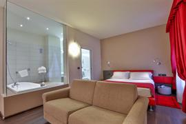 98033_003_Guestroom