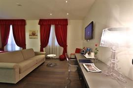 98033_004_Guestroom