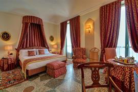 98033_005_Guestroom