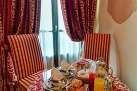 98033_006_Guestroom