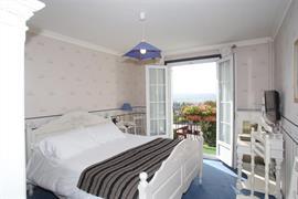 93696_001_Guestroom
