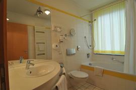 95328_001_Guestroom