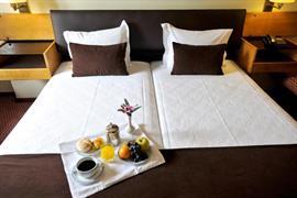 72051_002_Guestroom