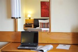 72051_006_Guestroom