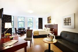 95384_006_Guestroom