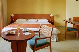 93693_004_Guestroom
