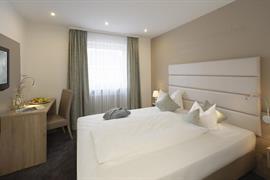 95372_002_Guestroom