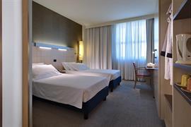 98360_007_Guestroom