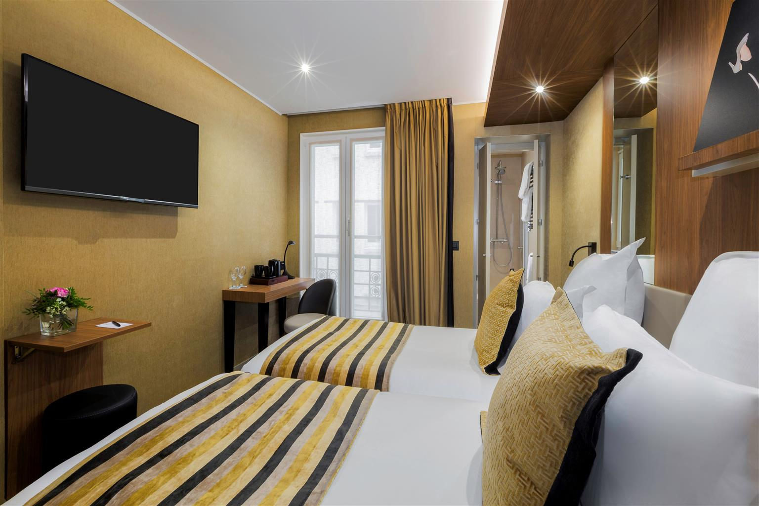 Best western hotel le 18 paris for Hotel best western paris