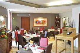 93511_003_Restaurant