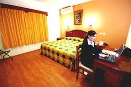 70148_002_Guestroom