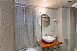 93635_002_Guestroom