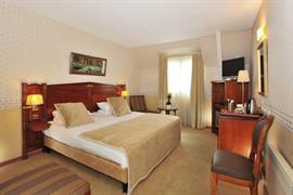 93498_002_Guestroom