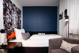 95310_001_Guestroom