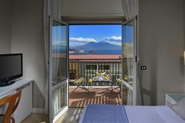 98050_002_Guestroom