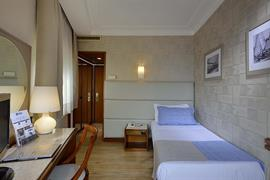 98050_006_Guestroom
