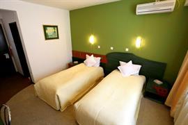 77717_005_Guestroom