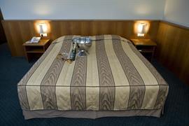 92641_002_Guestroom