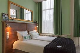 92702_000_Guestroom