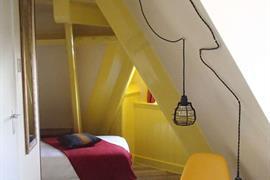 92702_003_Guestroom