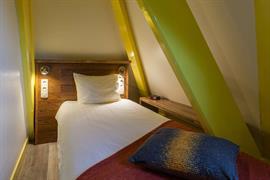 92702_004_Guestroom
