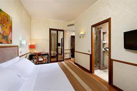 98025_001_Guestroom