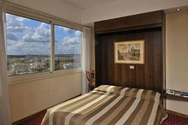 98025_006_Guestroom
