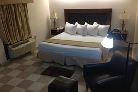 70117_006_Guestroom