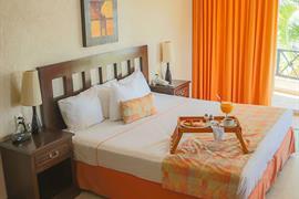 70183_004_Guestroom