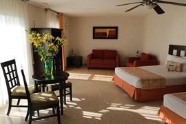 70183_005_Guestroom