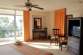 70183_006_Guestroom